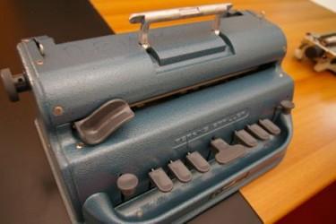 Macchina da scrivere Braille; Associazione panellenica dei ciechi