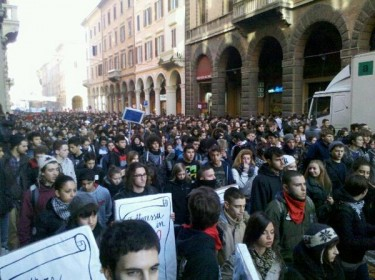Protesters in downtown Bologna. Photo by Twitter user spyros gkelis.
