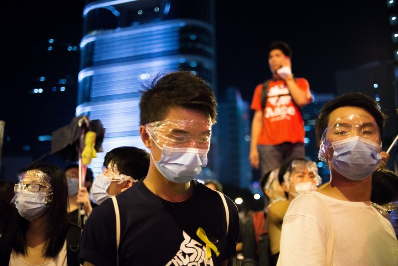 cling_wrap_protesters_hong_kong-800x534