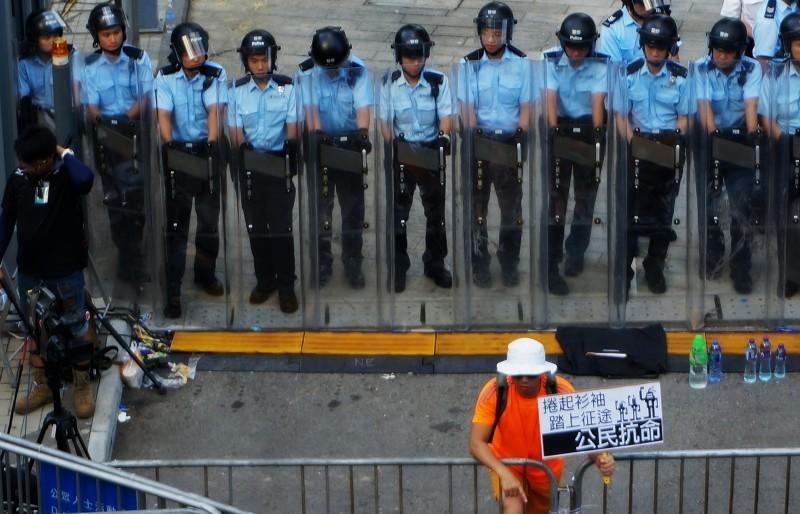 riot_police_hong_kong-800x514
