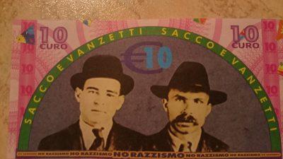"""Questo """"biglietto"""" di 10 Euro viene accettato dai fornitori di nei e servizi a Riace. Rappresenta Sacco e Vanzetti, due immigrati condannati a morte negli stati di Uniti nel 1927 per un delitto che non avevano commesso. Vennero riabilitati 50 anni dopo , il 23 agosto 1977"""